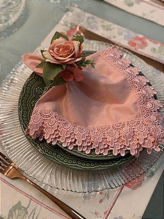 Guardanapo Tricoline com renda rosa seco