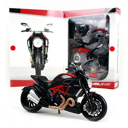 Miniatura Ducati Diavel Carbon 2011 de Montar - Maisto Assembly Line 1:12