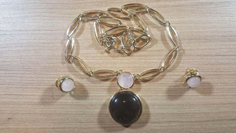 Colar e Brincos Obsidiana Vulcânica fumê e Cristal de Quartzo rosa Medalhão Classic