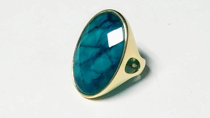 Anel Pedra Esmeralda Verdadeira e Quartzo Cristalino Multifacetado Slim Scandal