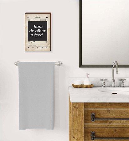 Quadro Banheiro Hora de olhar o Feed Mod.02 [BOX DE MADEIRA]