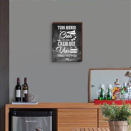 Quadro Decorativo de Bar Todo mundo precisa crer em algo... FUNDO QUADRO NEGRO [BoxMadeira]