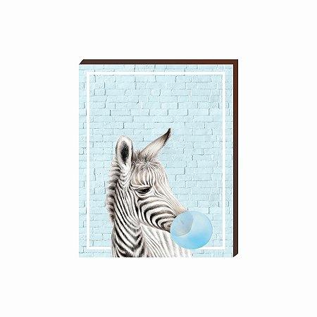Quadro Animais Chiclete Realístico Zebra fundo e chiclete azul [BoxMadeira]