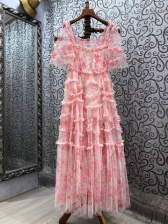 Vestido midi tule floral rosas manga flare