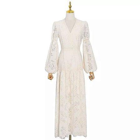 Vestido renda off white quadril baixo manga bufante