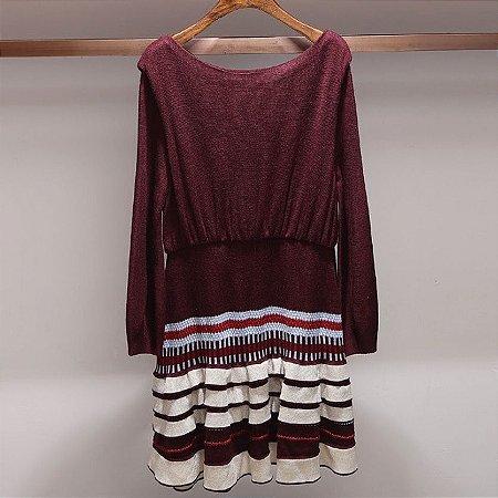 Vestido tricot bordô saia babados crochet