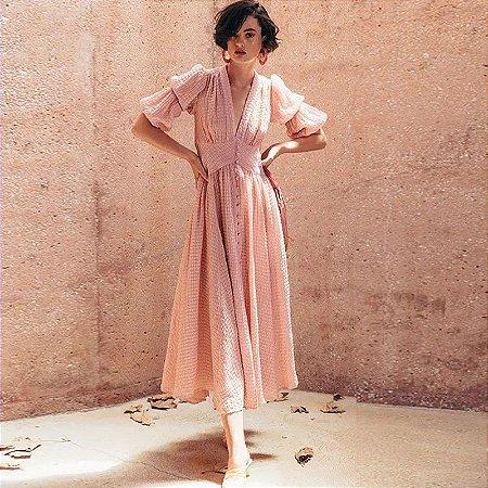 Vestido midi rosa texturizado manga duplo bufante