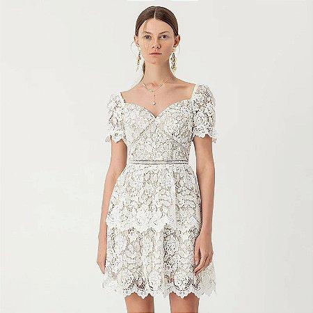 Vestido renda branco manguinha bufante decote coração