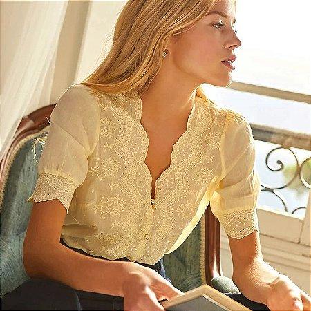 camisa romance decote V rendado botões pérola