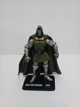 Hasbro Marvel Universe Doctor Doom (Doutor Destino) Loose