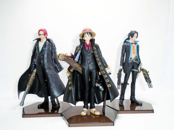 One Piece Styling Strong World Luffy Ace Shanks Trading Art Bandai