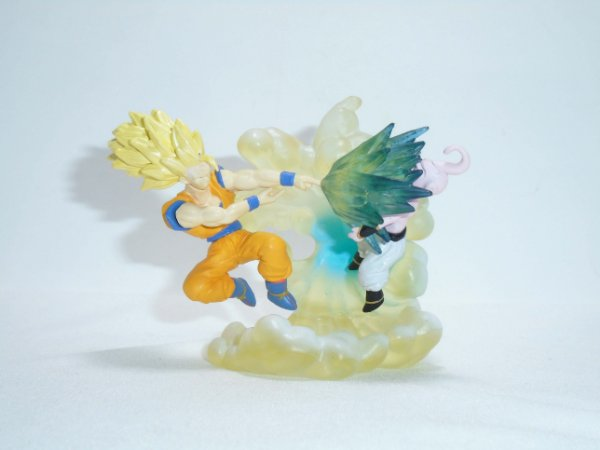 Bandai Dragon Ball Z Imagination Figure Goku SSJ3 vs Kid Buu