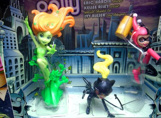 Mattel SDCC 2012 Polly Pocket DC Villains Harley Quinn Catwoman Poison Ivy