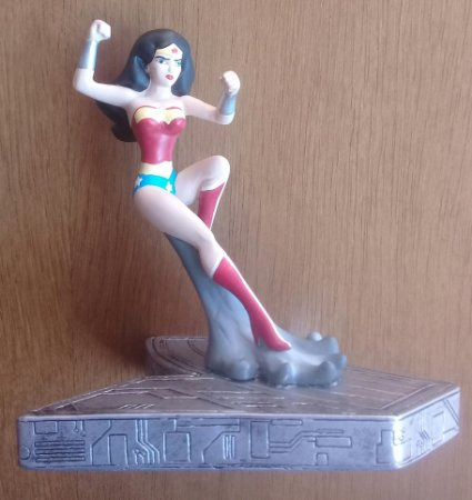 Mulher-Maravilha Liga da Justiça Sem Limites Monogram