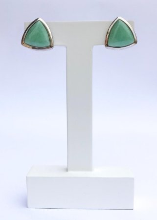 Brinco Triangular com Pedra Natural Quartzo Verde