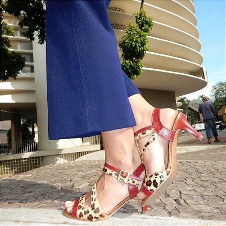 Sandália de Salto em Couro Ive Onça com Vermelho