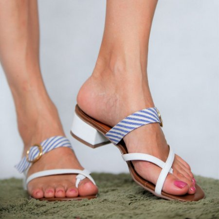 Sandália de Salto Baixo em Couro Lisa Branca