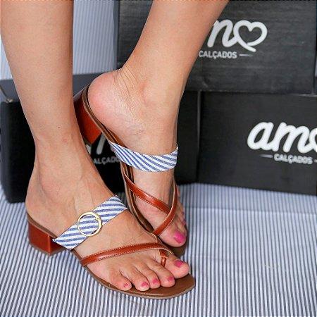 Sandália de Salto Baixo em Couro Lisa Caramelo