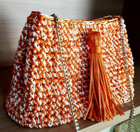 Bolsa de Cordão Acetinado em Crochê