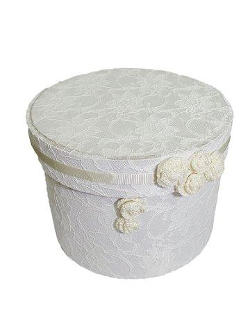 Caixa Redonda com Renda e Flor Crochê Branco 20x15cm
