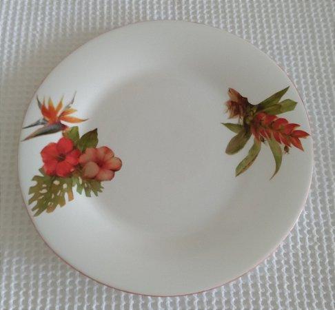 Prato de Porcelana Decorado com Flores