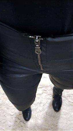 Calça Skinny Laura - Plus Size - Malha Nobre Legítima atrás - Frente em Courino Premium - Zíper no Cós - Zíper nas Barras - Sem Bolso Traseiro
