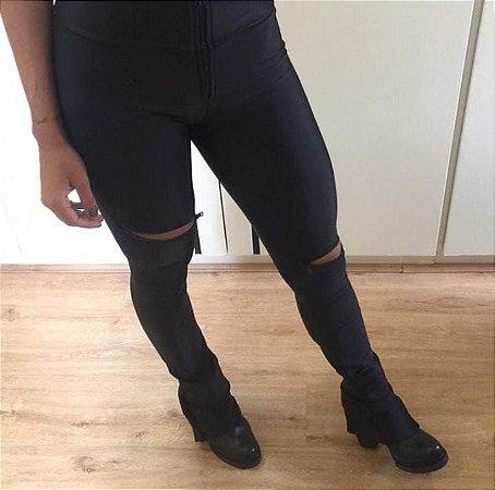 Calça Skinny Tayline - Malha Importada Legítima - Alta Gramatura - Sculp a Modelo - 5 Zíperes - 1 no Cós - 2 na Perna - 2 no tornozelo - Preta