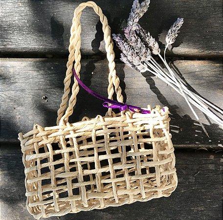 Embalagem para presente: cestinha de palha
