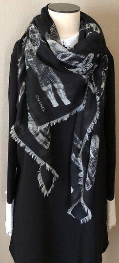Chanel - Runway Astronaut Black Cashmere Square Scarf  - Edição limitada