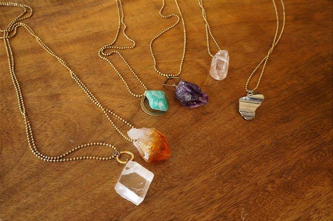 Colar pingente pedras variadas - sob encomenda