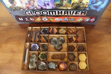 Gloomhaven + Insert + 5 Portas Exclusivas
