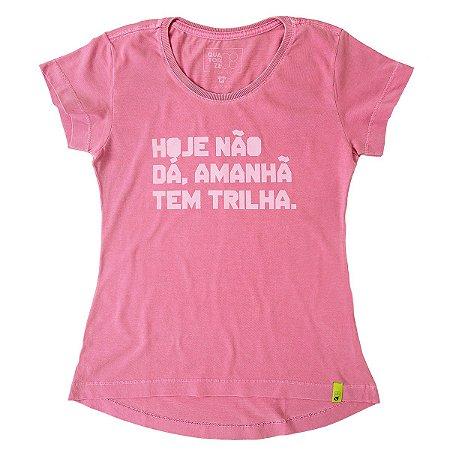 Camiseta Feminina Amanhã tem Trilha Estonada Rosa