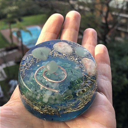 Orgonite redonda com quartzo verde e pedra do sol - saúde física