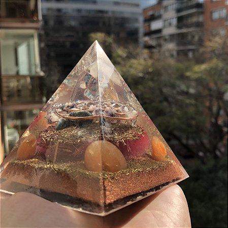 Pirâmide Orgonite conexão e desenvolvimento espiritual -  Ideal para meditação, atividades espirituais e fortalecimento das capacidades mediúnicas