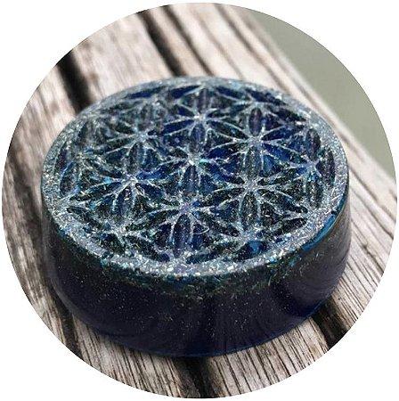 Orgonite pessoal Flor da Vida com cristal de quartzo