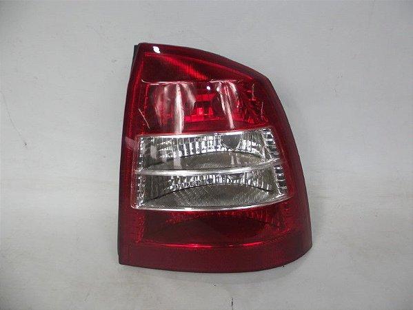 Lanterna traseira bicolor Astra Sedan 99/02 Lado Direito