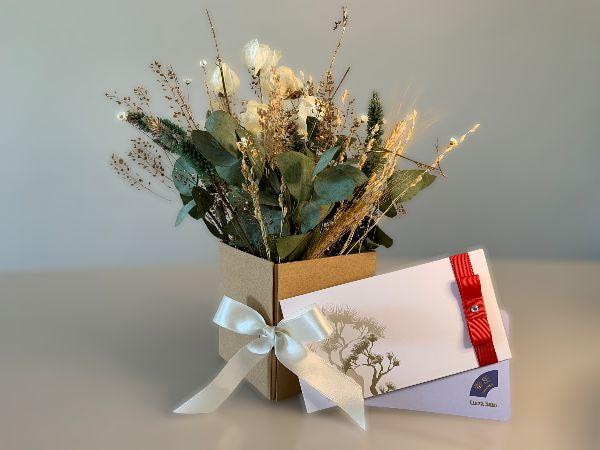 Kit Voucher Shiatsu 60' com Box de Flores e Almofada Para Descanso dos Olhos