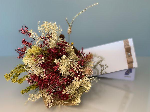 Kit Voucher Day Spa Casal com Bouquet de Flores