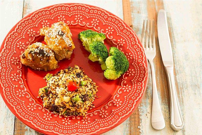 MENU 20 - Filé de coxa desossada ao molho de laranja e gengibre, cuscuz de quinoa com legumes e brócolis - 300g