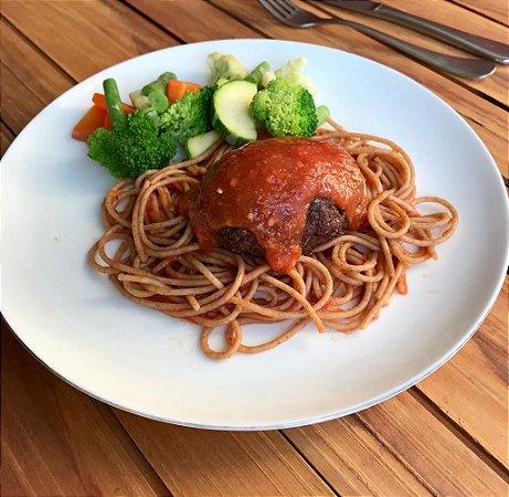 MENU 8 - Polpetoni de patinho recheado com queijo, espaguete integral ao molho de tomate natural e mix de legumes - 300g