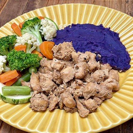 Picadinho de Frango, Purê de Batata Doce Roxa e Mix de Legumes - 300g