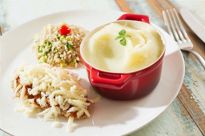 MENU 23 - Parmegiana de frango assado com muçarela light, arroz integral com brócolis e purê de batata light - 300g