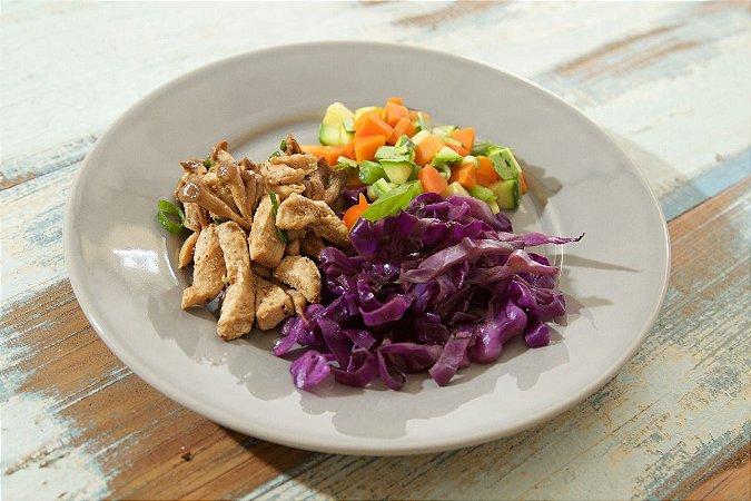 MENU 35 - Isca de Frango com shimeji, repolho roxo e mix de legumes - 250g