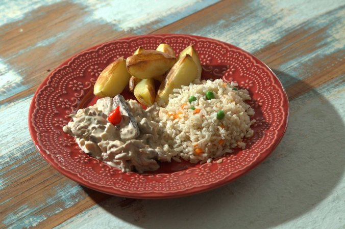 Strogonoff de cogumelos, arroz integral colorido e batatas rústicas - 350g