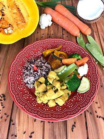 Menu 53- Frango ao curry, arroz de coco, lascas de abóboras assadas e legumes salteados - 350g