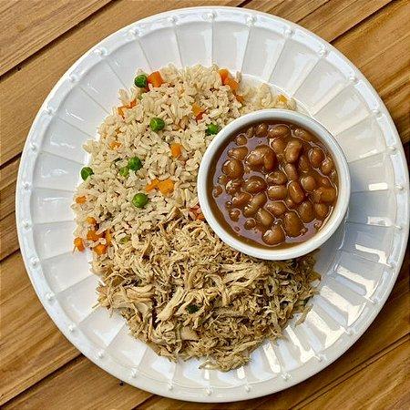 Frango desfiado, arroz integral colorido e feijão carioca 350g