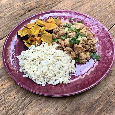 Picadinho de frango, risoto de arroz de palmito com gorgonzola, abóboras rústicas - 300g
