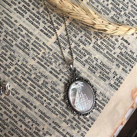 Colar Nossa Senhora Aparecida em Madre Pérola Prata 925