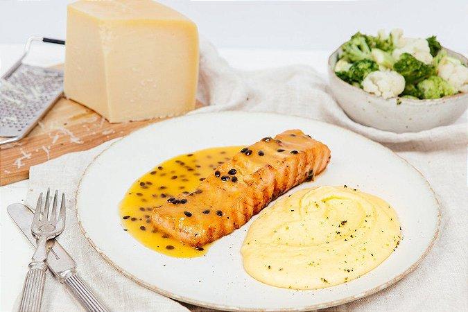 Salmão com Maracujá + Purê de Batata + Legumes 450g | Porção Individual