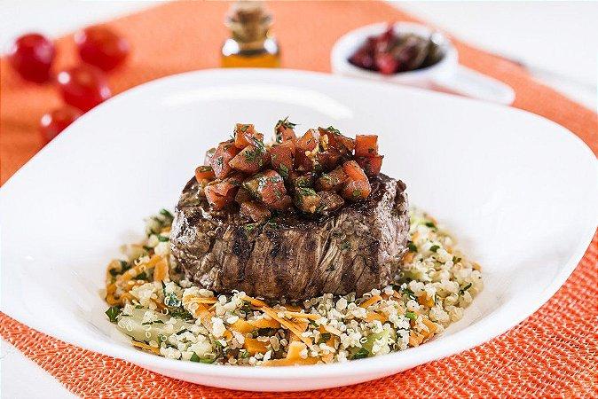 Filé Mignon ao Molho de Tomate + Quinoa com Legumes 300g | Porção Individual | Produto congelado e acondicionado em bandeja